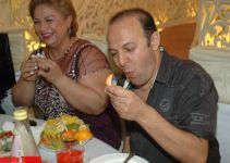 Прикол-тайм! О том, как Алмаз Алескерова насильно заставила Элариза съесть 10 мандаринов (фотосессия) - Gallery Thumbnail