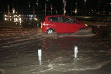 Hospital patients evacuated due to under flooding in Ankara (PHOTO) - Gallery Thumbnail