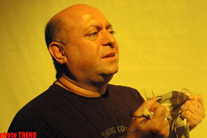 Заслуженный артист Азербайджана Эльчин Гамидов задушил себя (фотосессия) - Gallery Image