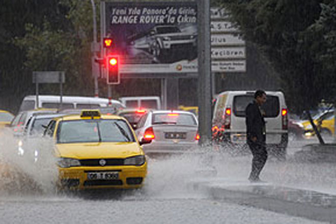 Hospital patients evacuated due to under flooding in Ankara (PHOTO) - Gallery Image