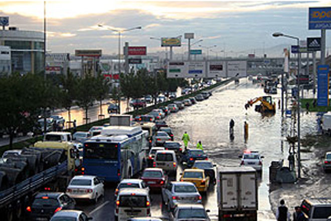 Hospital patients evacuated due to under flooding in Ankara (PHOTO)