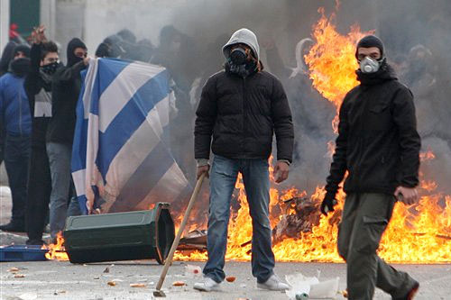 Extremists attack immigrants in Greek capita