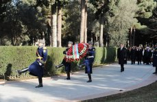 Azerbaijani President pays tribute to national leader Heydar Aliyev (UPDATE)(PHOTO) - Gallery Thumbnail