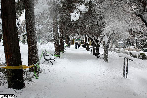 Heavy snow forces schools to close across Iran