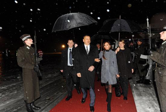 Президент Азербайджана прибыл с официальным визитом в Латвию (ФОТО) - Gallery Image