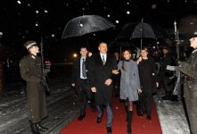 Президент Азербайджана прибыл с официальным визитом в Латвию (ФОТО) - Gallery Thumbnail