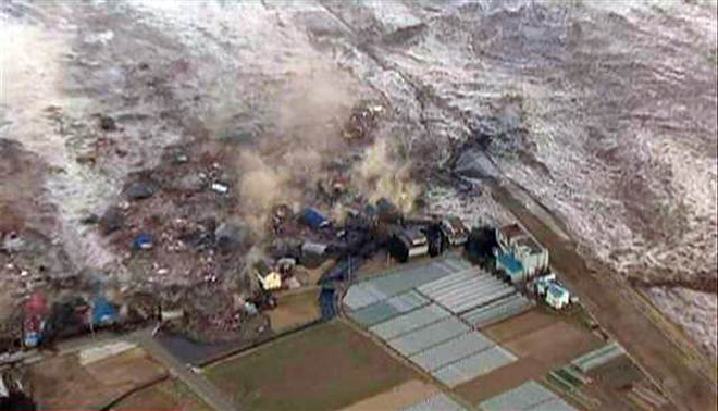 Work resumes at Japan plant; sea contamination feared