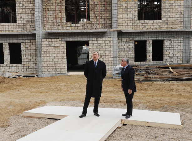 Azerbaijani President inspects construction in new building of school in Sabail district (PHOTO)