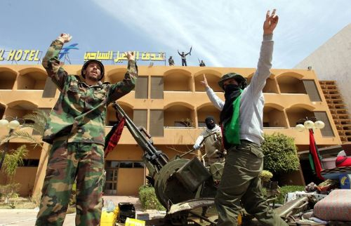 Gaddafi loyalists continue to resist NTC forces in Sirte