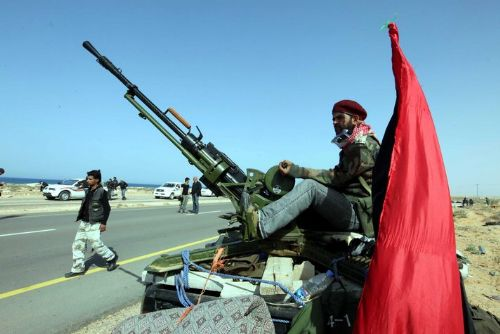 Ливийские повстанцы горячо благодарят вооружающих их французских военных