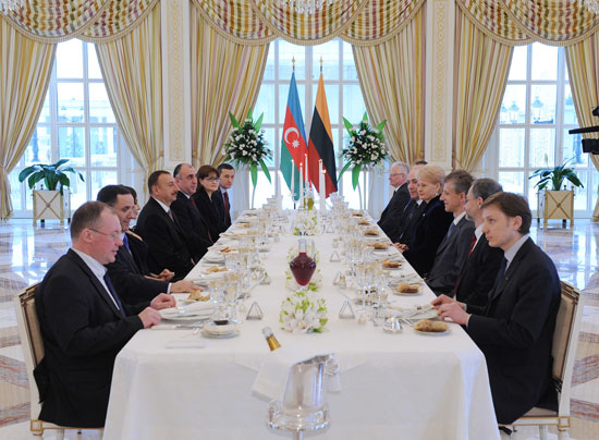 Azerbaijani President hosts official dinner in honour of Lithuanian counterpart (PHOTO)