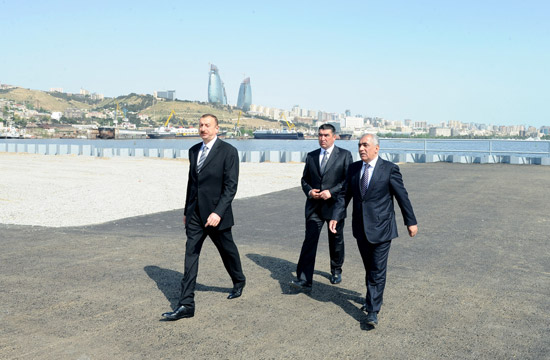 Azerbaijani President Familiarizes himself with Ongoing Improvement and Construction Works Around State Flag Square (PHOTO)
