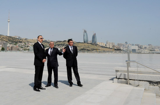 Azerbaijani President Familiarizes himself with Ongoing Improvement and Construction Works Around State Flag Square (PHOTO) - Gallery Image