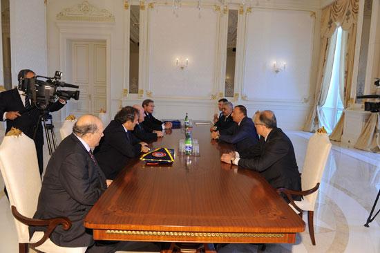Президент Азербайджана Ильхам Алиев принял президента ФИФА Йозефа Блаттера и президента УЕФА Мишеля Платини (ФОТО)