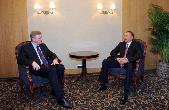 President Ilham Aliyev meets European Commissioner for Enlargement and European Neighbourhood Policy