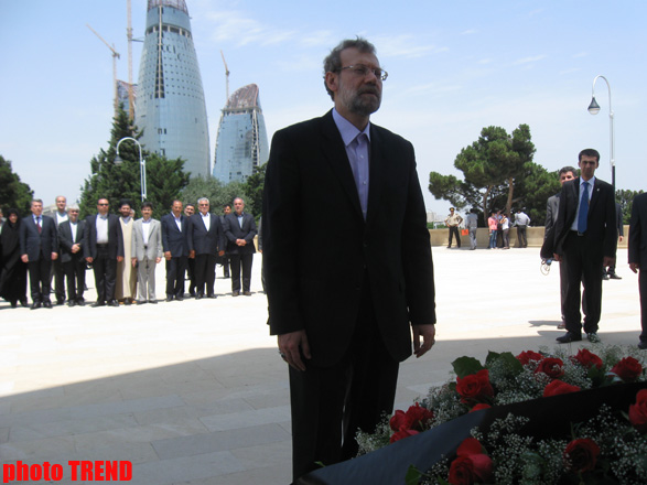 Iran's top official visits Alley of Martyrs and Alley of Honors (PHOTO)