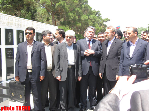 Iran's top official visits Alley of Martyrs and Alley of Honors (PHOTO) - Gallery Image