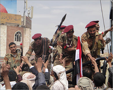 Army forces loyal to Saleh shell southern towns near Taiz