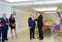 President Ilham Aliyev hands out Dostlug order and Taraggi medal to public figures (PHOTO) - Gallery Thumbnail