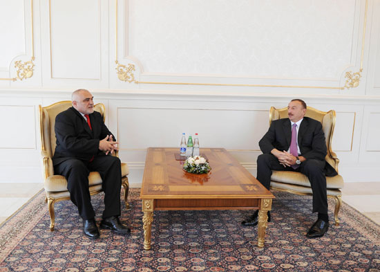 Azerbaijani President receives Romania`s outgoing ambassador  (PHOTO) - Gallery Image