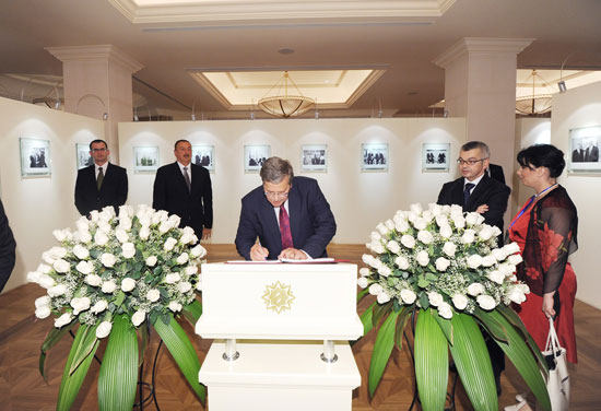 Polish President visits Heydar Aliyev Foundation (PHOTO) - Gallery Image