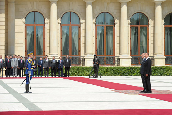 Turkey`s PM officially welcomed to Azerbaijan (PHOTO) - Gallery Image