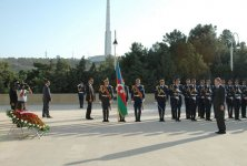 Turkish PM visits Alley of Honors and Alley of Martyrs in Baku (PHOTO) - Gallery Thumbnail