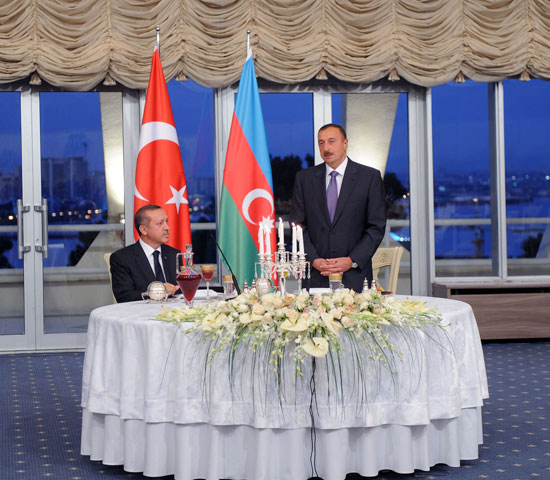 An official dinner hosted in honor of visiting Prime Minister of Turkey (PHOTO)