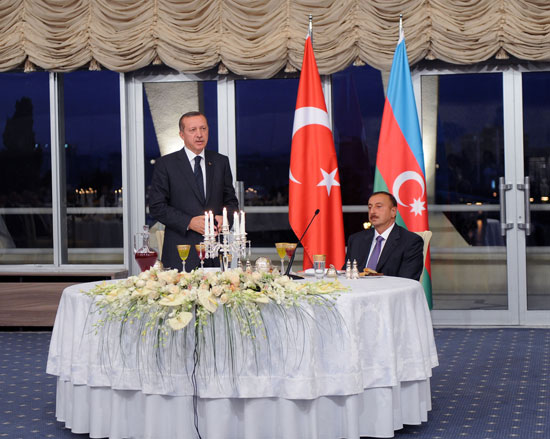 An official dinner hosted in honor of visiting Prime Minister of Turkey (PHOTO) - Gallery Image