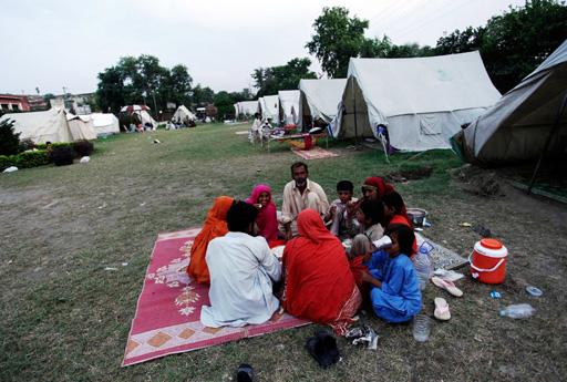 За праздничным столом разговения месяца Рамазан в разных странах (фотосессия) - Gallery Image