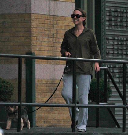 Натали Портман появилась на публике после родов - Gallery Image