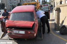 "Bakıda avtobusla ""VAZ 21011"" markalı avtomobil toqquşub (FOTO) - Gallery Thumbnail"