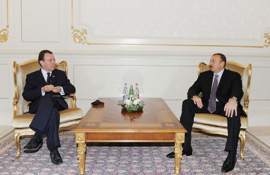 Azerbaijani President receives incoming British ambassador's credentials