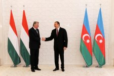 Hungarian President officially welcomed to Azerbaijan (PHOTO) - Gallery Thumbnail