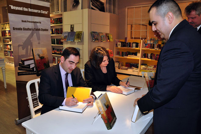 """""""Beyond the Resource Curse"""" book presented at Azerbaijan Diplomatic Academy (PHOTO) - Gallery Image"""