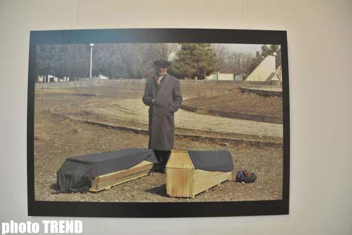 Bakıda fransalı fotoqrafın Xocalı faciəsinə həsr edilmiş unikal işləri təqdim olunub (FOTO) - Gallery Image