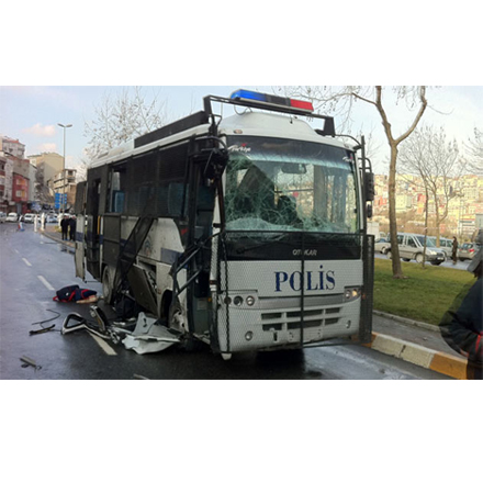 Bus with cops overturns in Turkey, over 20 injured