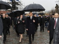 President Ilham Aliyev becomes familiar with Charles Bridge in Prague  (PHOTO) - Gallery Thumbnail