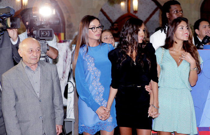 First Lady Mehriban Aliyeva attended Maiden`s Tower international art festival ending event (PHOTO)