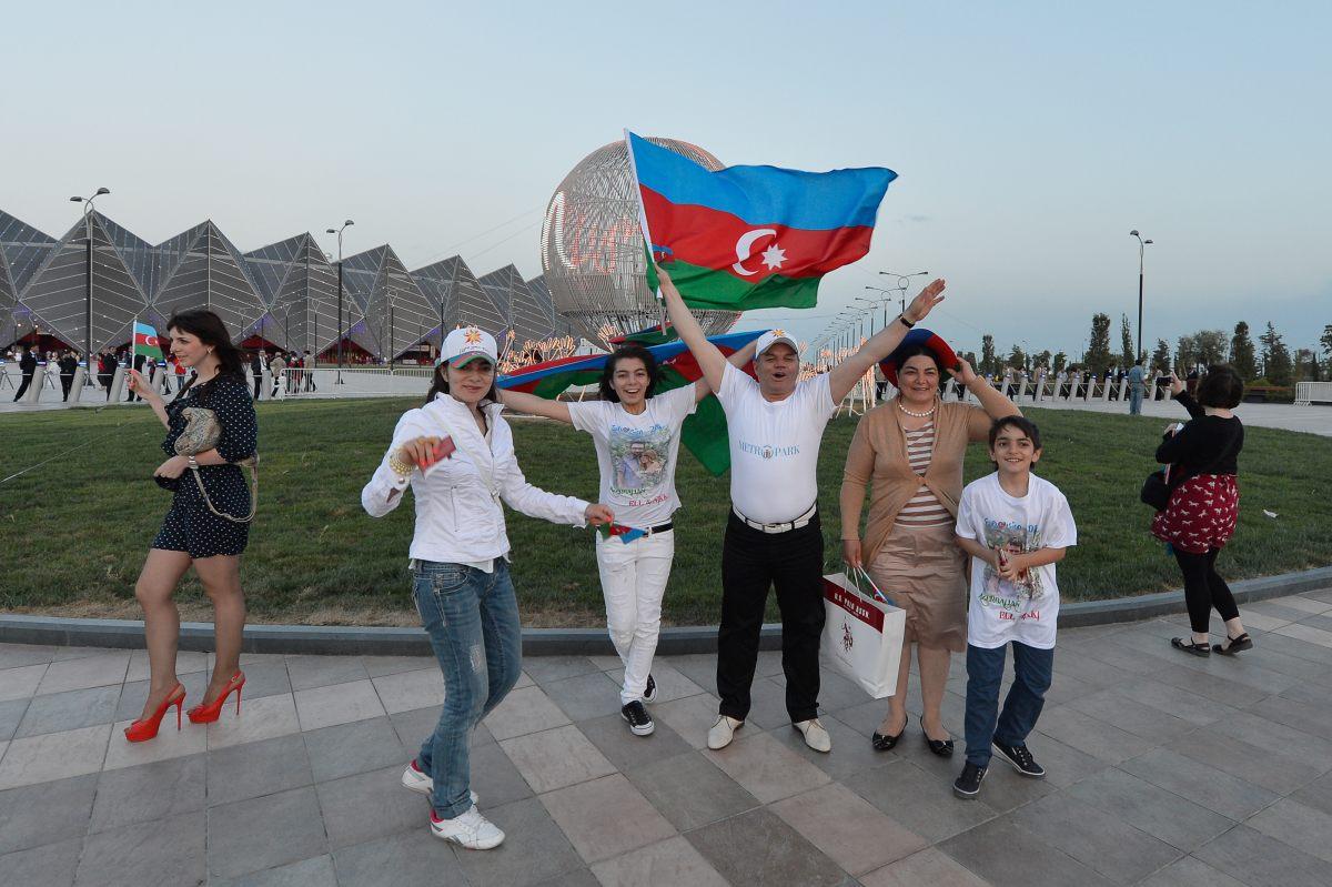 Зрители прибывают в Baku Crystal Hall на финал Евровидения-2012 (ФОТО) - Gallery Image