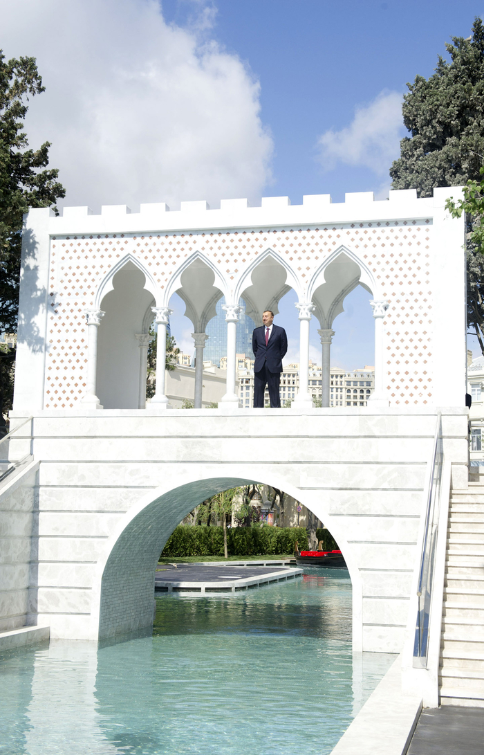 "Azerbaijani President attends opening of ""Small Venetian town"" at Seaside National Park (PHOTO) - Gallery Image"