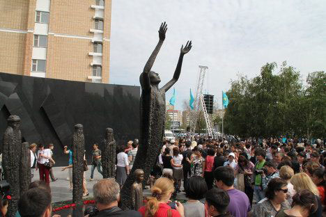Monument to Holodomor victims opens in Astana