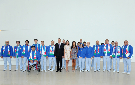 Azerbaijani President and his spouse attend seeing off ceremony of Olympic athletes (PHOTO) - Gallery Image