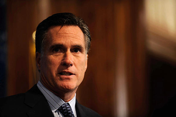 Romney calls for time to grieve after shooting