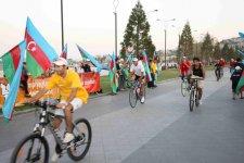 """Yeni Bulvarda """"Olimpiyaçılarımıza dəstək olaq!"""" devizi altında veloyürüş keçirilib (FOTO) - Gallery Thumbnail"""