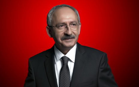 """CHP Lideri, gönderdiği çelengi reddeden şehit ailesine """"mala zarar vermekten"""" dava açtı"""