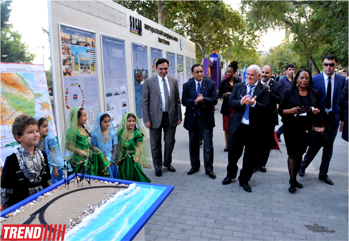 """Oil, Gas and Media"" conference participants visited Baku Boulevard (PHOTO) - Gallery Image"