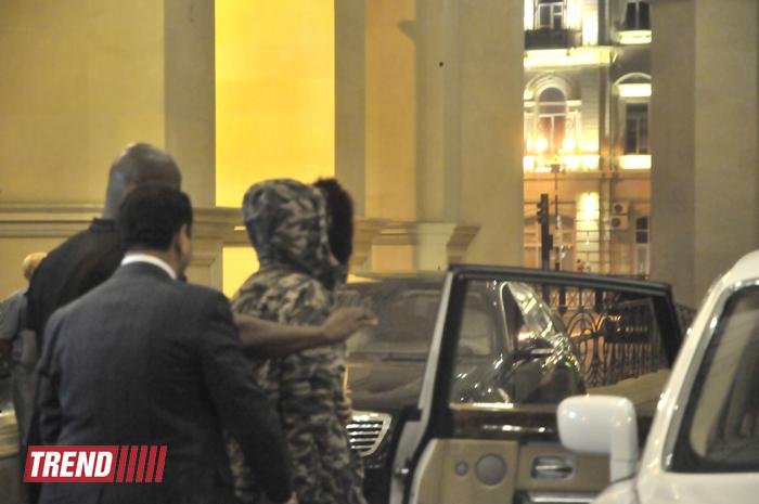 Dünya şöhrətli müğəni Rihannanın Bakıda ilk foto görüntüləri - Gallery Image