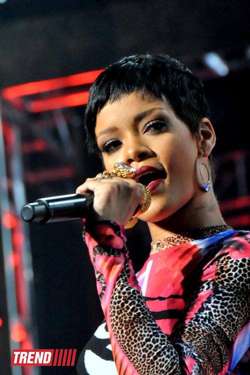 Rihanna Bakı Kristal Zalında möhtəşəm şou-proqramla çıxış edib (FOTO) - Gallery Image
