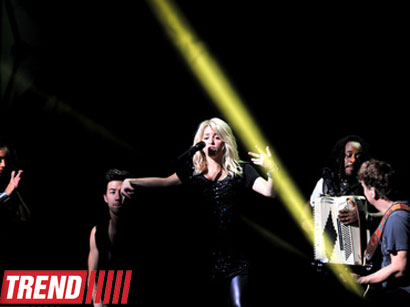 Shakira presents a grand show in Baku, says her baby is singing with her (PHOTO)